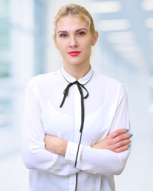 Eva MANIK